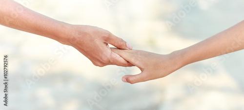 Fotografía  helping hands - family support