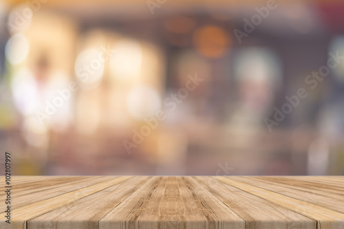 Fotomural Wooden board empty table in front of blurred background