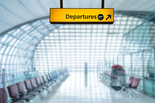 Foto op Aluminium Luchthaven Airport sign deporture and arrival board