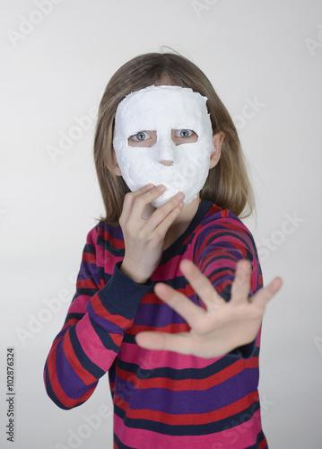 Fotografie, Obraz  kleines Mädchen mit Maske