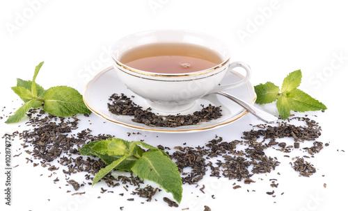 kompozycja-z-filizanka-herbaty-suchej-zielonej-herbaty-i-miety