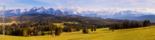 Fototapeta Panorama of snowy Tatra mountains in spring, south Poland obraz