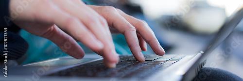 Fotografía  Mit Zehn fingern auf tastatur schreiben