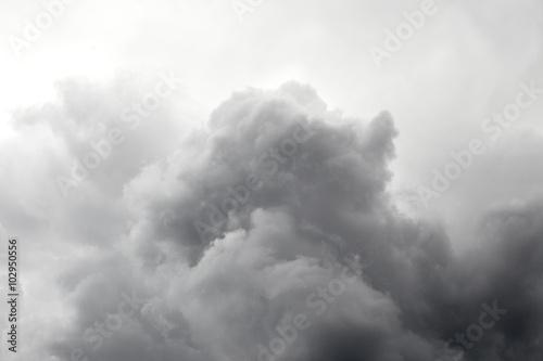 burzowe-czarne-chmury