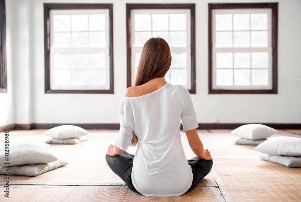 Stampe  Woman practicing yoga indoors