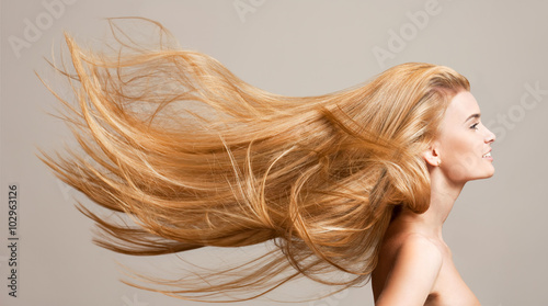 Amazing flowing hair. Fotobehang