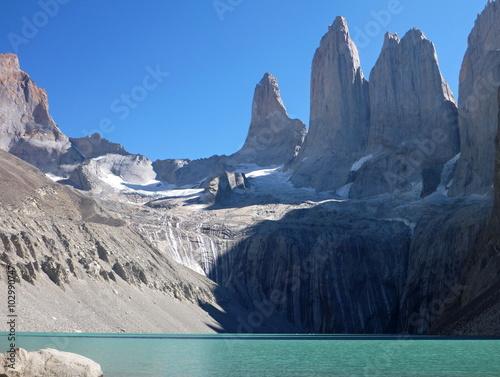 Fotografie, Obraz  tree peaks of torres del paine in chile