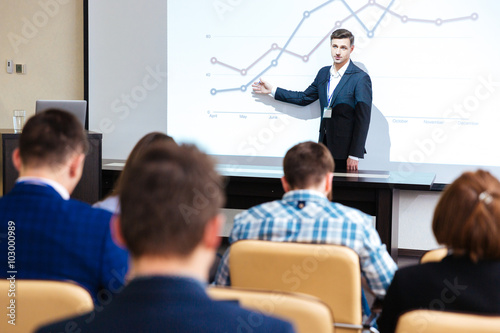 Fotografia Inelligent speaker standing and lecturing at business conference