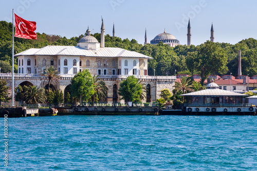 Obraz na plátně bosphorus with tower and mosque view, istanbul, turkey