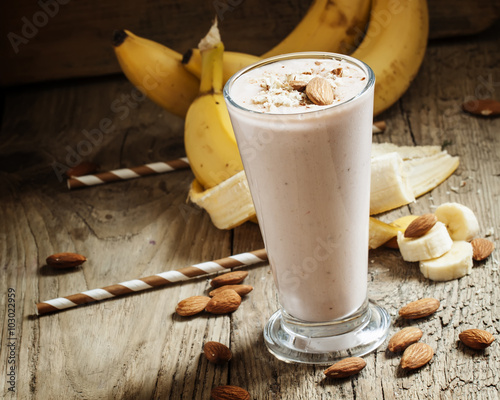 Foto op Aluminium Milkshake Banana smoothie with milk, ground almonds in a large cup on the