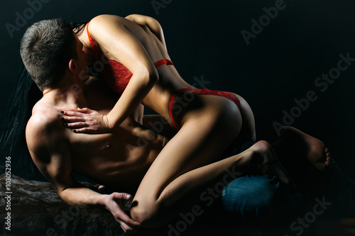 Foto  Kissing sexy couple