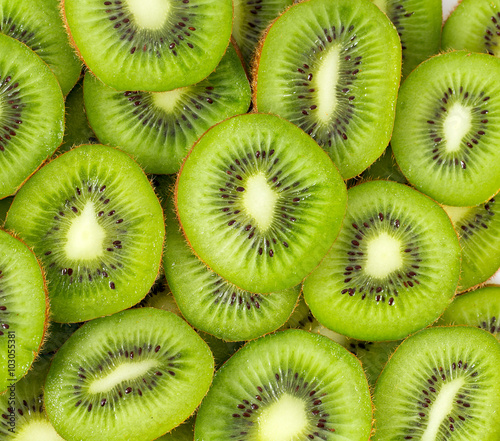 Fotografie, Obraz  kiwi slices isolated on white