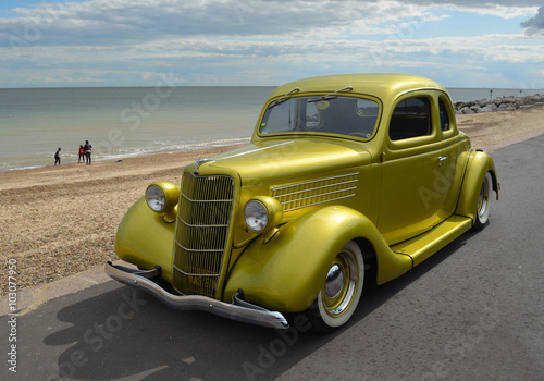 Keuken foto achterwand Vintage cars Classic Gold vintage car in rally on Felixstowe seafront.