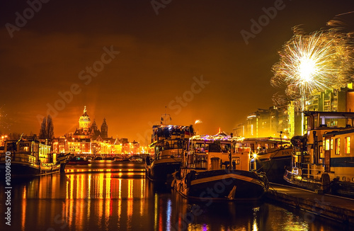 Photo  AMSTERDAM, NETHERLANDS - JANUARY 1, 2016: Festive salute of fireworks on New Year's night