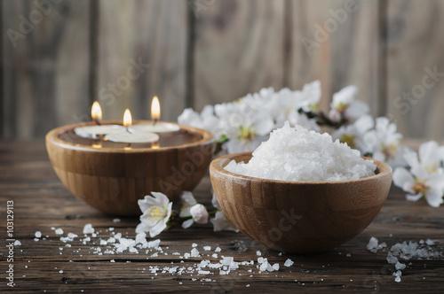 Obraz na plátně  Lázeňská léčba se solí, mandlí a svíčky