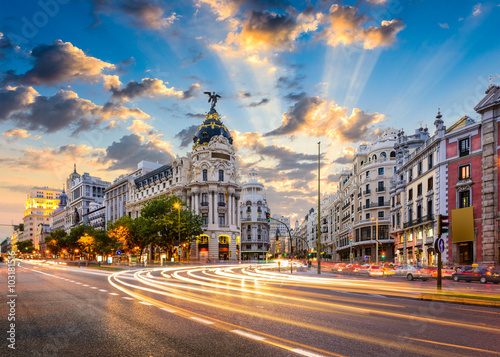 Foto  Madrid, Spain cityscape at Calle de Alcala and Gran Via.