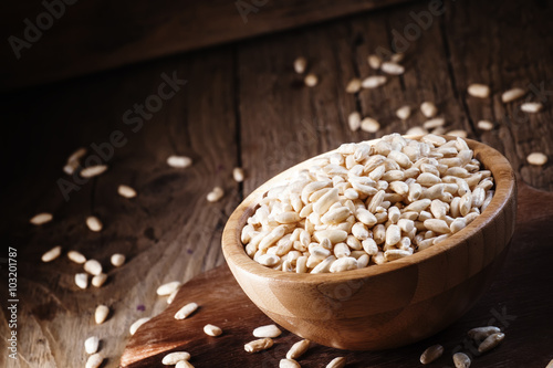 Puffed rice in a wooden bowl, selective focus Canvas-taulu