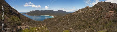 Valokuva  Wineglass Bay, Tasmania.  Panorama.