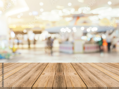 Fotografía  Wooden board empty table blurred background