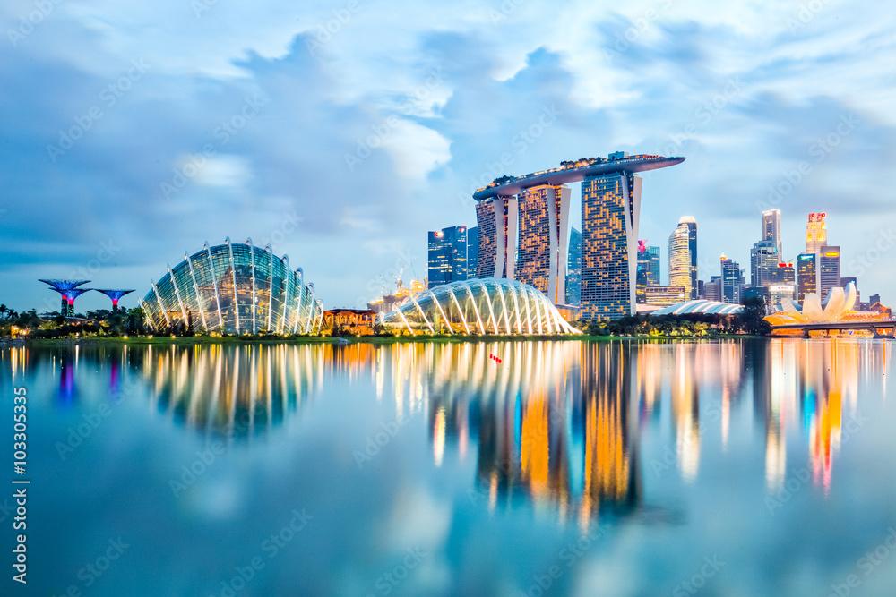 Singapur-Skyline und Ansicht der Marina Bay in der Nacht Foto ...