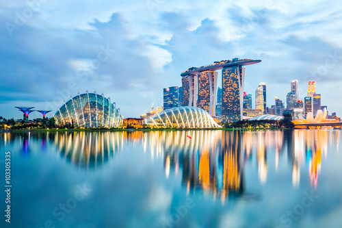 Foto op Plexiglas Singapore Singapore Skyline And View Of Marina Bay At Night