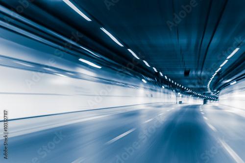 Plamy koloru błękitny tunelowa samochodowa jeżdżenie ruchu