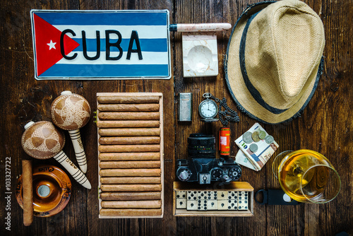 Items related to travel to Cuba concept , from above. Slika na platnu