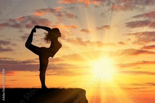 Fotografie, Obraz  Silueta dívka cvičí jógu
