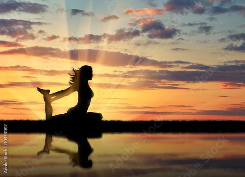 Obraz na plátně  Silhouette of a girl practicing yoga