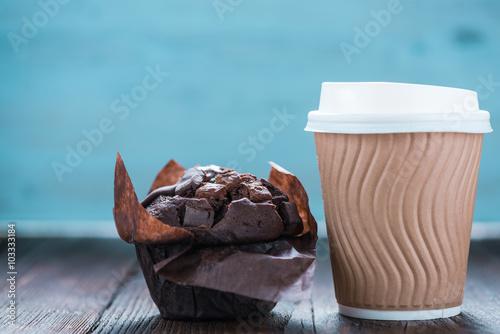 Obraz na plátně  Take away coffe and chocolate muffin