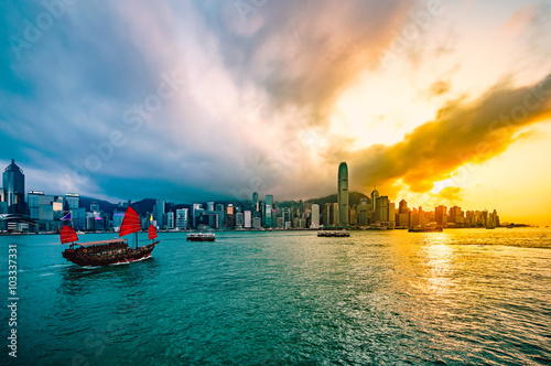 Foto auf AluDibond Hongkong Victoria harbour of Hong Kong at sunset - HDR