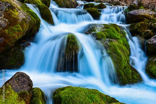 Valokuva  şelale manzarası ve doğal kaynak suları