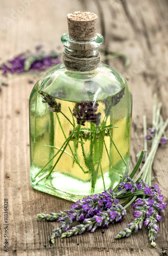 Juliste  Lavender oil with fresh flowers on wooden background