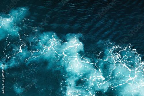 Staande foto Zee / Oceaan Abstract splash turquoise sea water