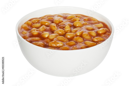 Photo  Baked Beans in a white china bowl, front to back focus, clipping path