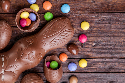 fototapeta na lodówkę Chocolate easter eggs and sweets on wooden background