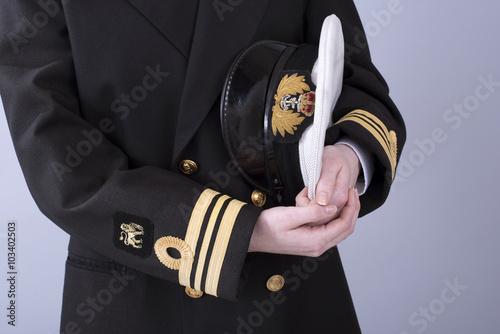 Fotografie, Obraz  Ženský jihoafrický námořní uniformě ukazuje zlato cop