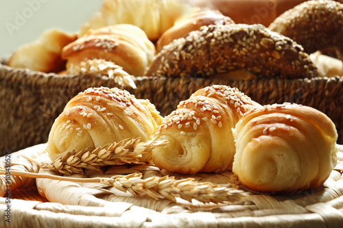 Photo sur Aluminium Boulangerie croissants and various bakery products