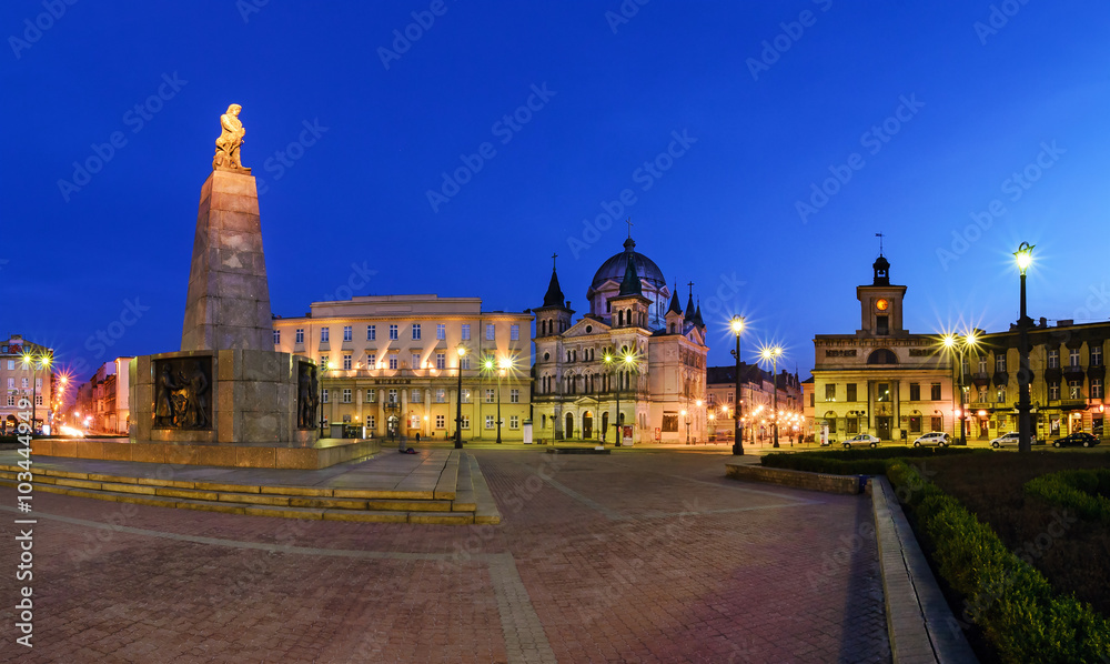 Fototapety, obrazy: Freedom Square in Lodz in the evening.