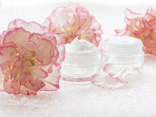Fototapeta natural facial cream, fresh as flowers