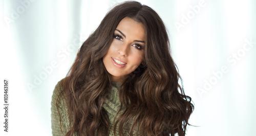 Fotografia, Obraz  Attractive brunette girl smiling.