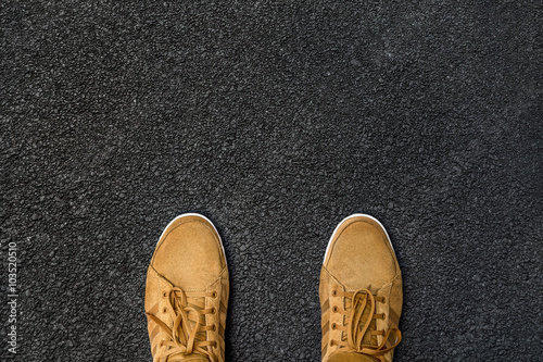 Fotografie, Obraz  Person steht auf dem Asphalt