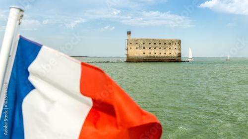 Papiers peints Fortification Fort Boyard et drapeau français (Charente-Maritime, France)