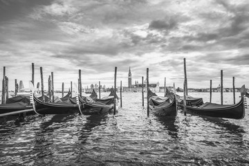 Obraz na SzkleGondolas in lagoon of Venice and San Giorgio island in background, Italy, Europe, black and white