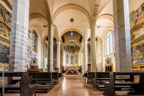 Papiers peints Edifice religieux Church interior at Assisi, Italy