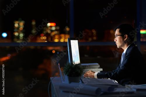 Fotografie, Obraz  Working in darkness