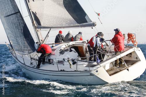 Keuken foto achterwand Zeilen barca a vela durante una regata nel Mar mediterraneo