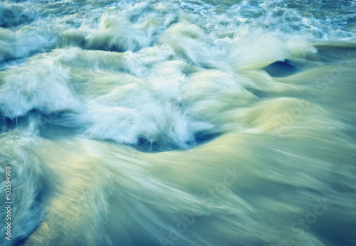 Foto auf Gartenposter Fluss retro autumn wave rapid river