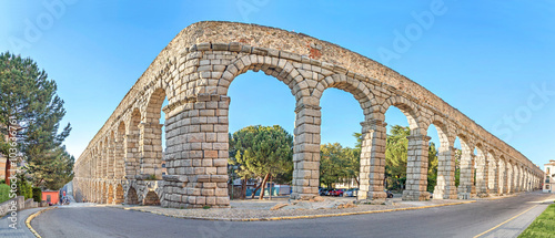 Photo Corner of ancient Roman aqueduct in Segovia