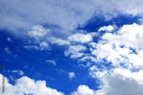 niebo-w-oblokach